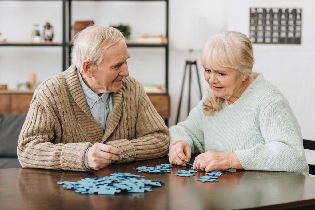 Пожилые люди с отличной памятью